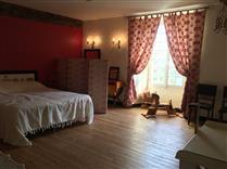 Office-de-tourisme-Vallee-de-la-Sarthe-chambre-M-1er-étage-1 - ©Bayondenoyer