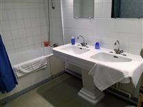 salle de bain Petit Village - salle de bain dans le grand gîte