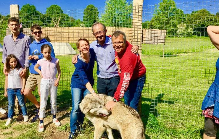Vallee-de-la-sarthe-Face-a-face-avec-les-loups-immersion