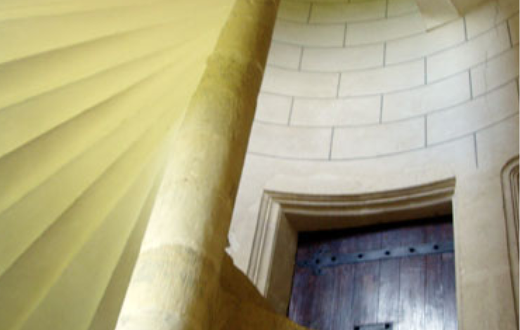 vallee-de-la-sarthe-chateau-balluere-escalier
