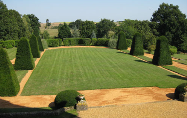 vallee-de-la-sarthe-chateau-balluere-jardin